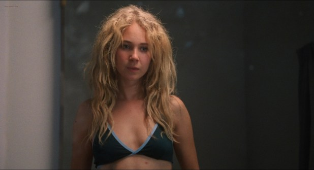 Juno Temple nude topless - Jack and Diane (2012) hd720-1080p (2)