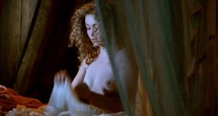 Emmanuelle Béart nude topless Ornella Muti hot wet - The Voyage of Captain Fracassa (1991) HD 1080p BluRay (5)
