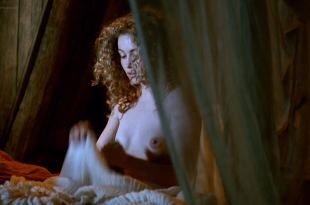 Emmanuelle Béart nude topless Ornella Muti hot wet - The Voyage of Captain Fracassa (1991) HD 1080p BluRay (5)