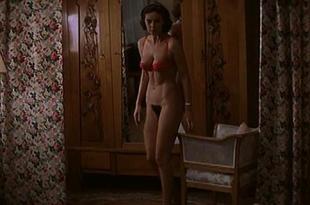 Monica Bellucci nude bush and topless – L'ultimo capodanno (IT-1998)