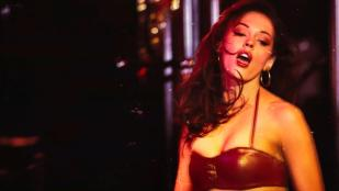 Stacy Ferguson (Fergie) hot cleavage and Rose McGowan hot and partially nude - Planet Terror (2007) hd1080p