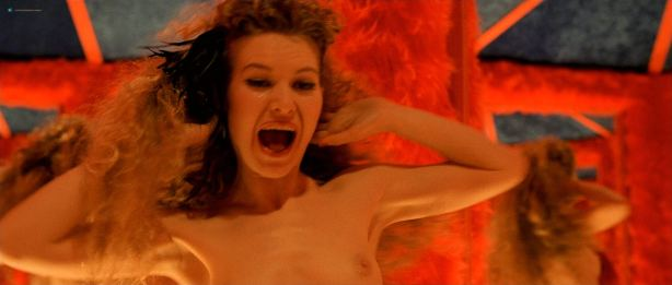 Audrey Tautou hot in lingerie Isis Peyrade nude - Amélie (FR-2001) HD 1080p (5)