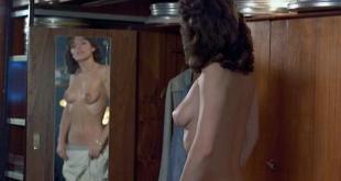 Caroline Berg nude topless - Ca va faire mal (FR-1982) (2)
