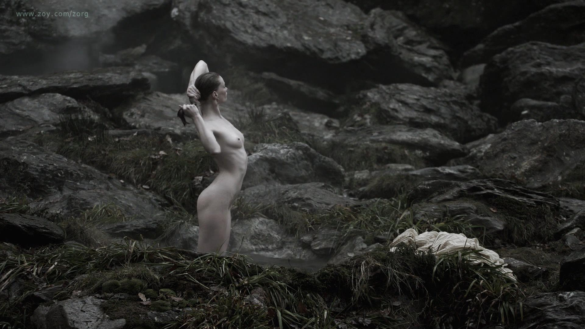 Alyssa Sutherland nude butt naked and nude side boob - Vikings (2013) s01e09 hd1080p (2)
