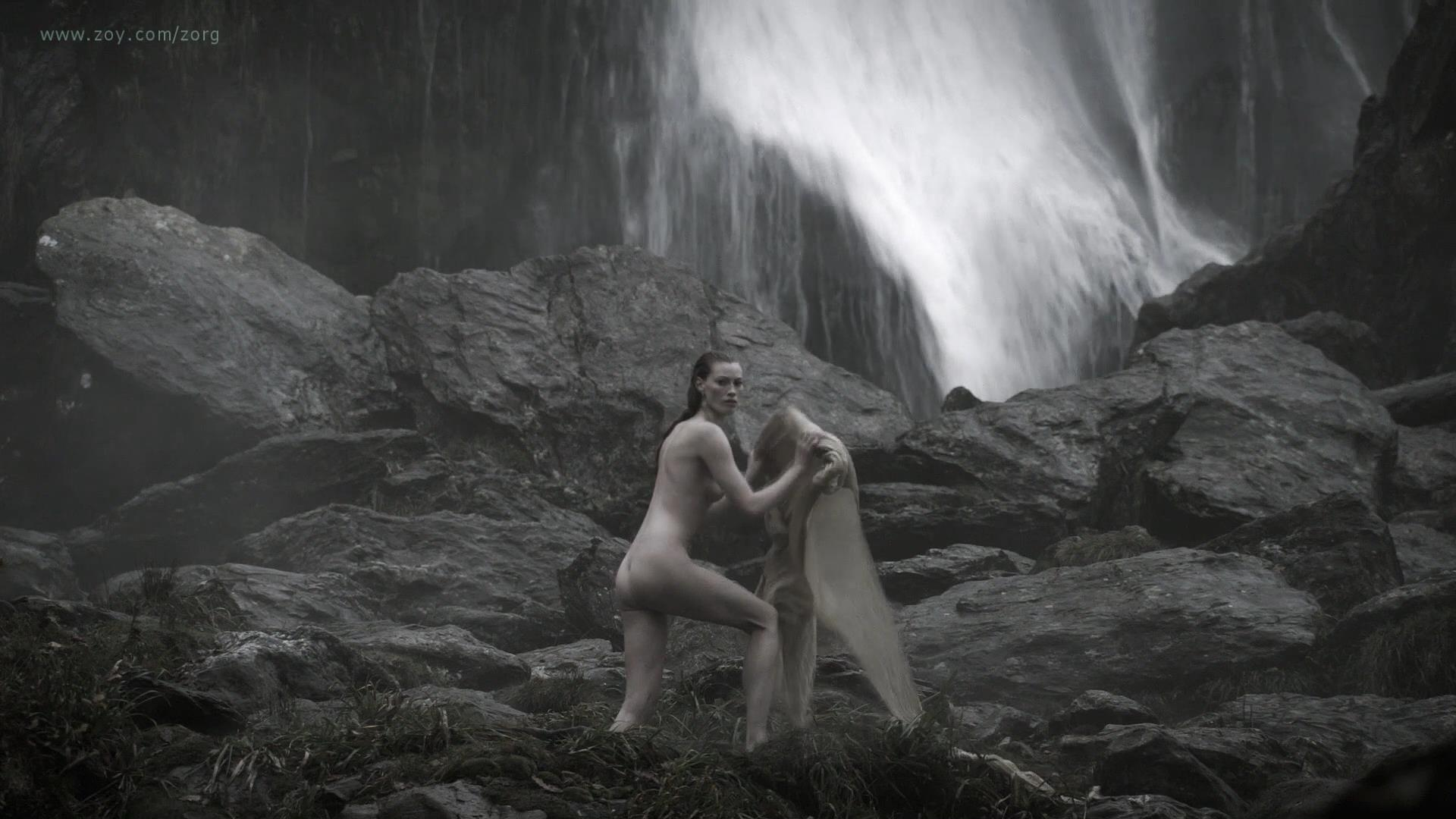 Alyssa Sutherland nude butt naked and nude side boob - Vikings (2013) s01e09 hd1080p (7)
