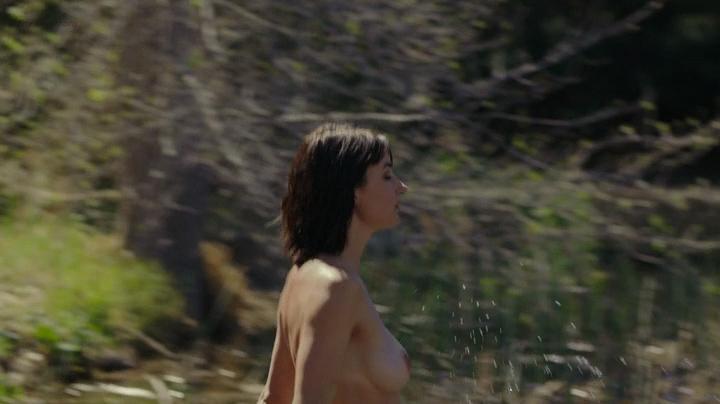 Cortney Palmnude topless and Lexi Atkins not nude but hot in bikini - Zombeavers (2014) (7)
