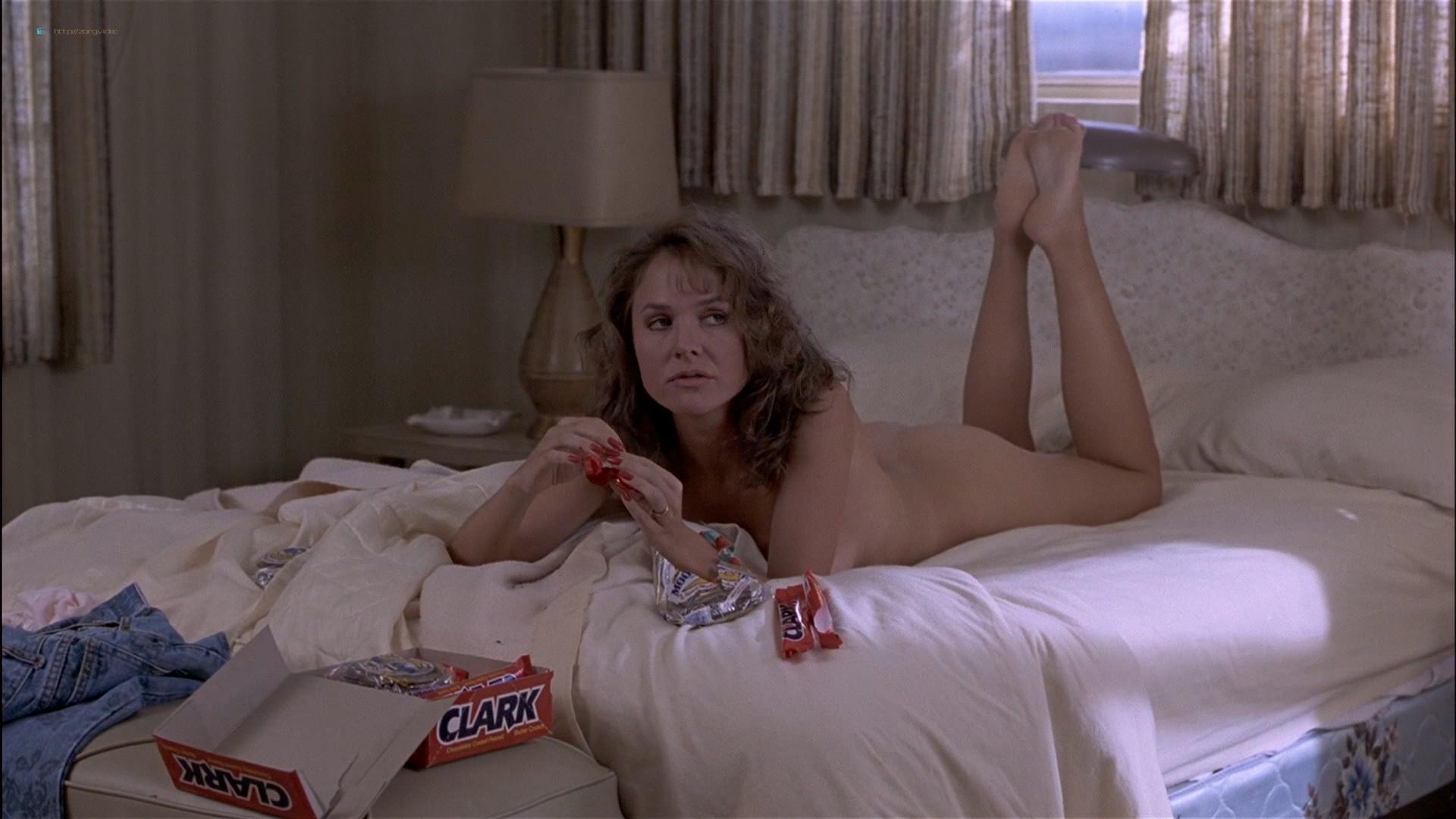 Gwyneth Paltrow nude Meg Ryan and Barbara Alyn Woods nude too - Flesh and Bone (1993) HDTV 1080p (20)