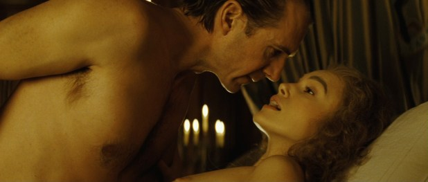 Keira Knightley nude briefly topless and sex - The Duchess (2008) hd720-1080p