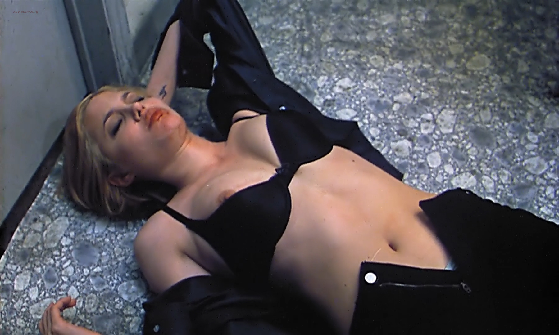 Angelina Jolie nude nipple dirty talks and Rosanna Arquette nude brief topless - Hell' s Kitchen (1998) hdtv1080p (13)