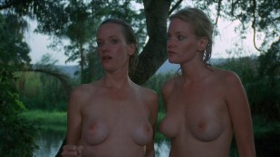 Lynette and Leigh Harris nude twins hot and wet - Sorceress (1982) hd1080p