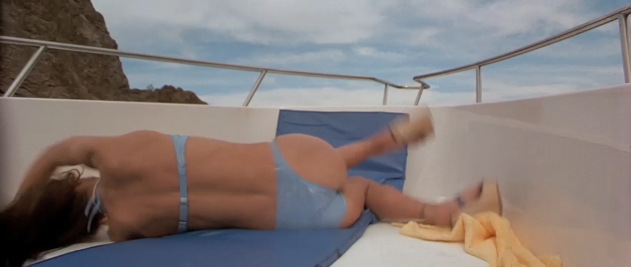 Christina Applegate hot in bikini Gwyneth Paltrow & Kelly Preston all hot and sexy - View from the Top (2003) hd720p (11)