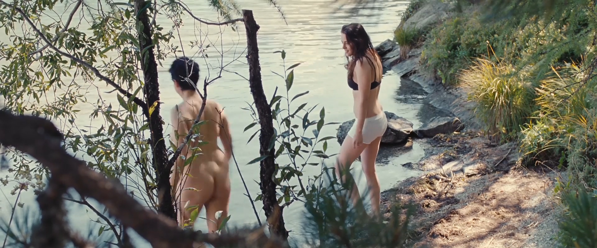 Kristen Stewart hot and sexy in bra and panties and Juliette Binoche nude bush - Clouds of Sils Maria (2014) hd720-1080p