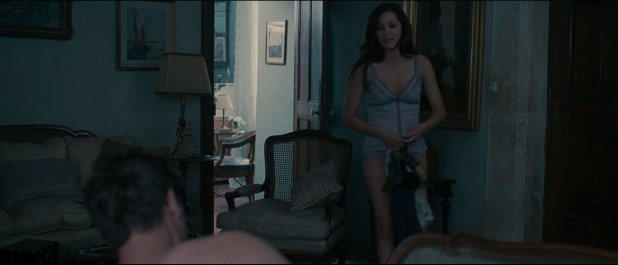 Abbie Cornish hot in bikini and nude butt crack and Marion Cotillard sex and lingerie - A Good Year (2006) hd1080p (9)