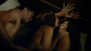 Jessica Parker Kennedy and Clara Paget nude sex threesome – Black Sails (2015) s2e5 hd720-1080p