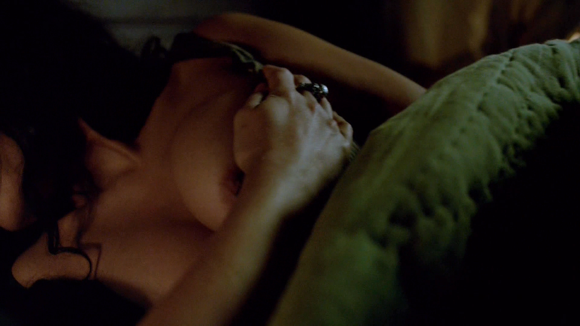 Jessica Parker Kennedy Nude Brief Nippel mens Making Out-5384