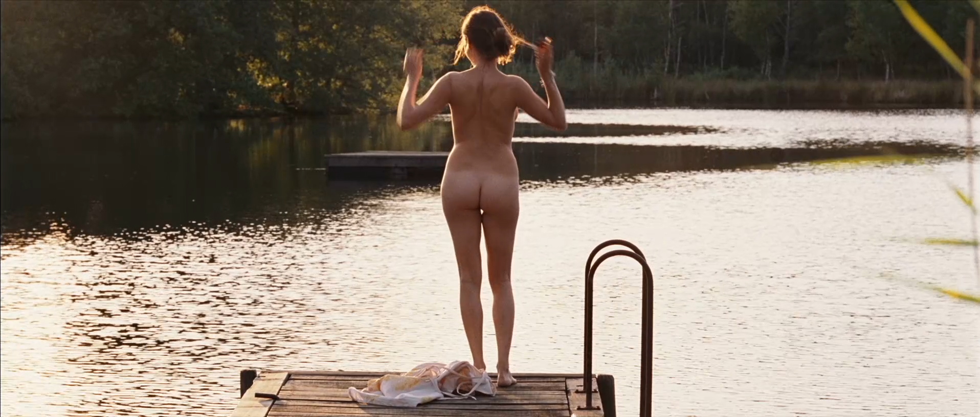 Marie-Josée Croze nude full frontal butt and skinny dipping - Ne Le Dis A Personne (FR-2006) hd1080p (6)