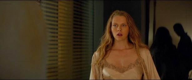 Alice Braga nude topless and Teresa Palmer hot but not nude - Kill Me Three Times (2014) hd1080p BluRay (2)