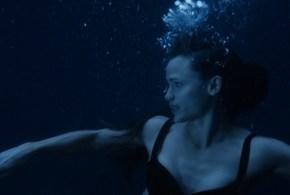 Jennifer Garner hot and sexy in bikini and lesbian kiss – Elektra (2005) hd1080p