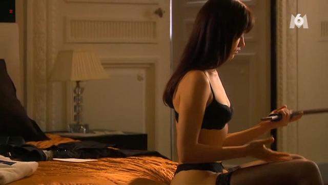 Olga Kurylenko nude brief topless - Suspectes (FR-2007) (7)