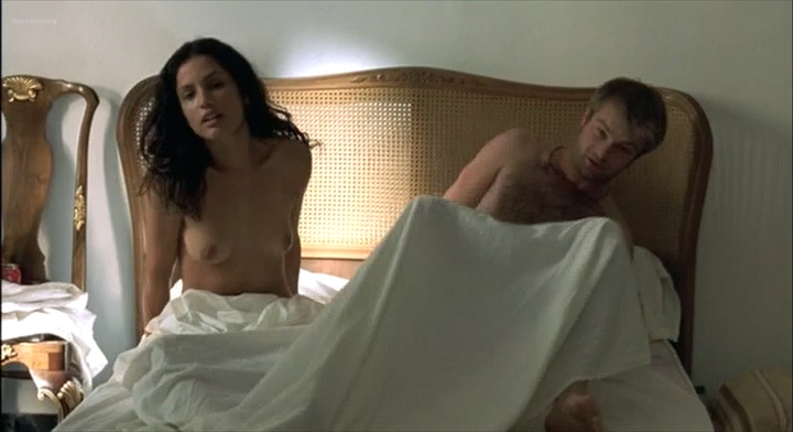 Leonor Varela nude topless and nude butt - Pass is Grave (FR-2003) (2)