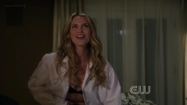 Sara Foster hot in bra - 90210 (2009) s1e24. (5)