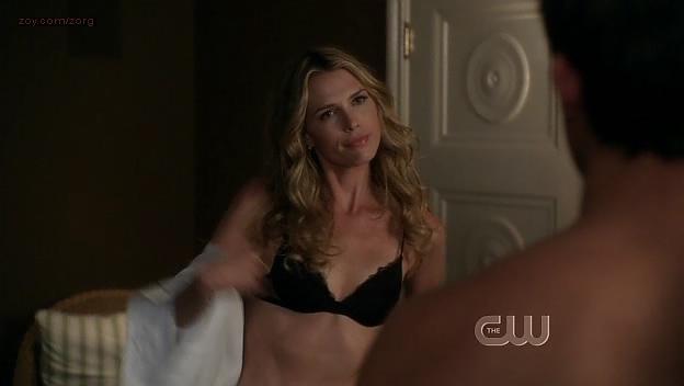Sara Foster hot in bra - 90210 (2009) s1e24. (8)