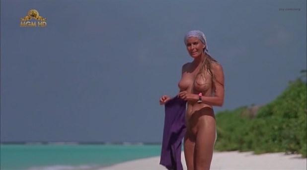 Bo Derek nude full frontal - Ghosts Can't Do It (1989) (9)