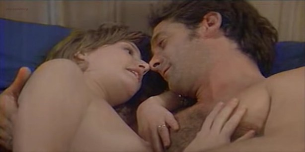 Florence Thomassin nude topless and sex - Les victimes (FR-1996) (4)