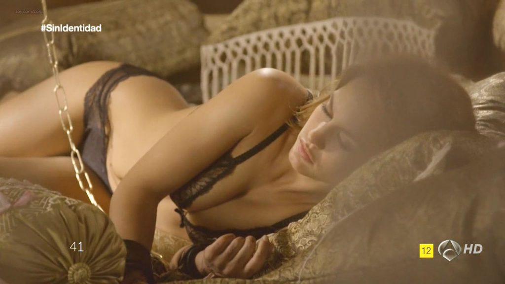 Megan Montaner nude sex and Veronica Sanchez nude too - Sin Identidad (ES-2014) S1 HDTV 720p (15)