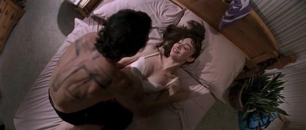 Illeana Douglas hot in bra in not so hot sex scene - Cape Fear (1991) hd1080p BluRay (5)
