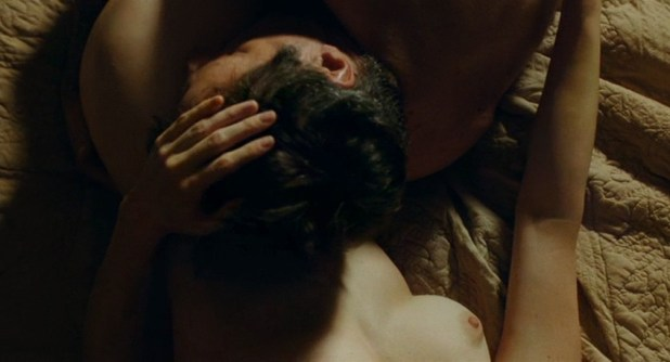 Marie-Josée Croze nude brief topless and sex - Je l'aimais (FR-2009) (4)