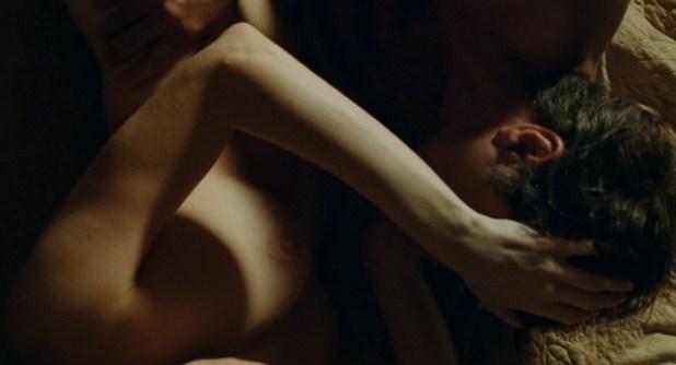 Marie-Josée Croze nude brief topless and sex - Je l'aimais (FR-2009) (3)