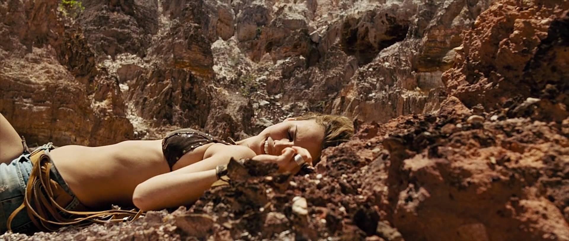 Nathalia Dill nude topless lesbian sex and Lívia De Bueno nude too - Paraísos Artificiais (BR-2012) hd1080p BluRay (7)