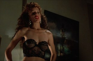 Jennifer Beals nude but covered and Kasi Lemmons nude topless – Vampire's Kiss (1989) hd1080p BluRay