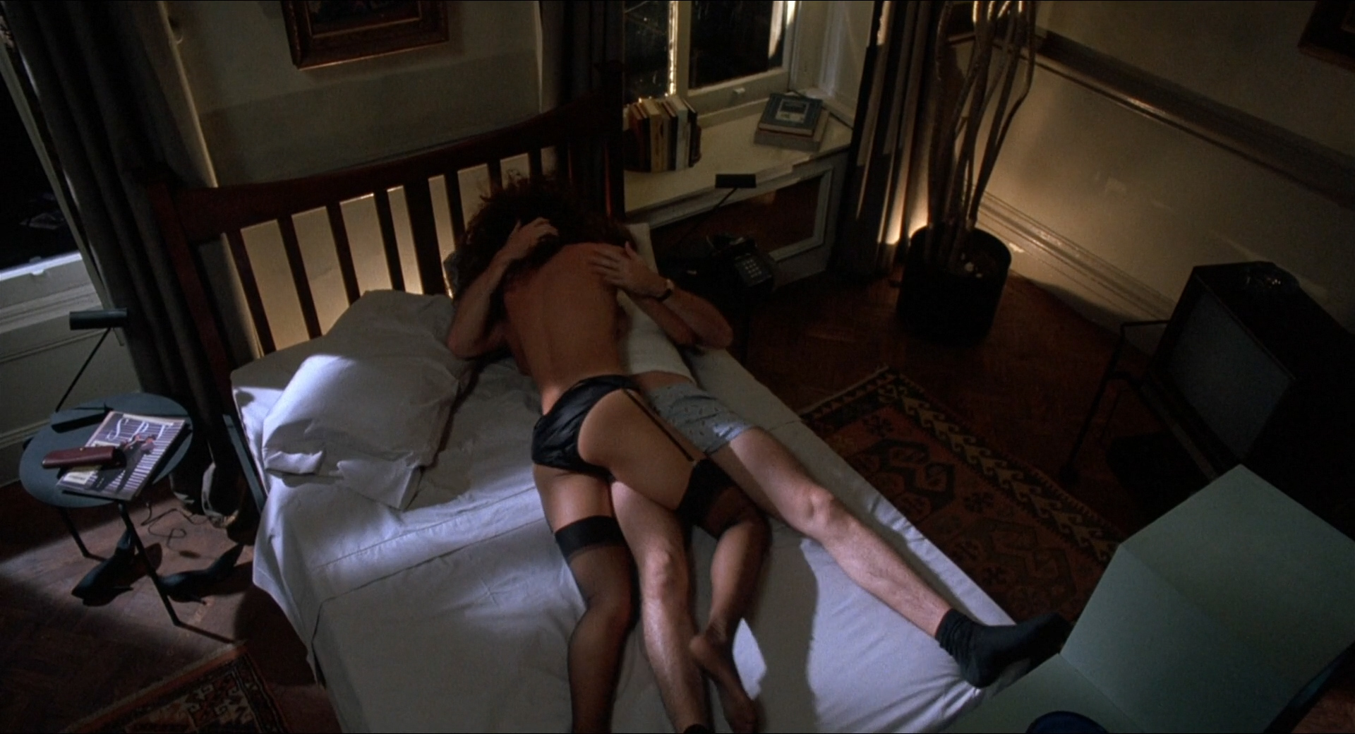 Jennifer Beals nude but covered and Kasi Lemmons nude topless - Vampire's Kiss (1989) hd1080p BluRay (1)