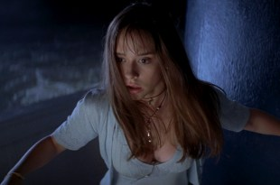 Jennifer Love Hewitt hot cleavages and Sarah Michelle Gellar hot and sexy - I Know What You Did Last Summer (1997) hd1080p BluRay (2)