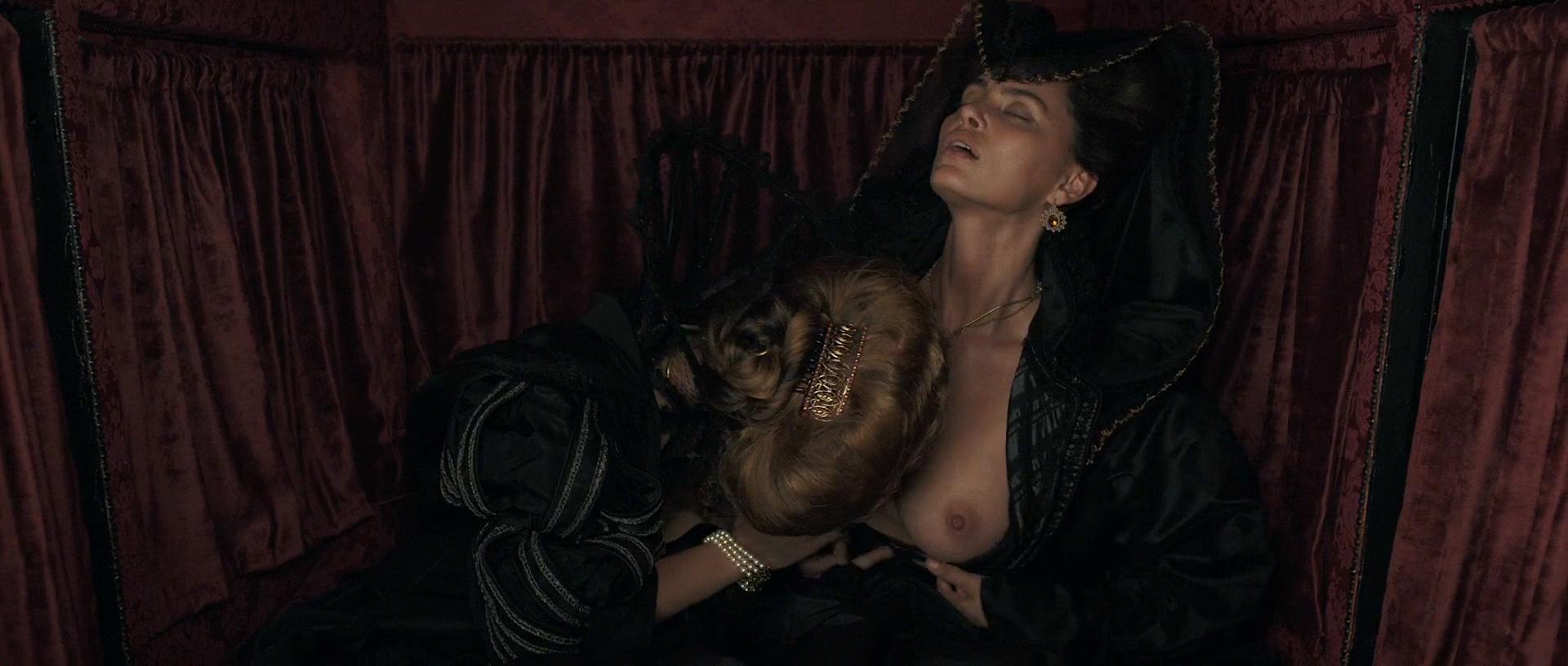 Stacy Martin nude butt others nude - Il racconto dei racconti (2015) hd1080p (12)