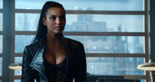 Morena Baccarin hot lingerie and Jessica Lucas hot - Gotham S02E01 (2015) HD 720-1080p (10)