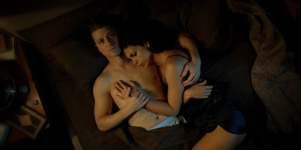 Morena Baccarin hot lingerie and Jessica Lucas hot - Gotham S02E01 (2015) HD 720-1080p (7)