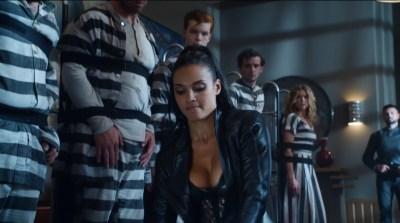 Morena Baccarin hot lingerie and Jessica Lucas hot - Gotham S02E01 (2015) HD 720-1080p (3)