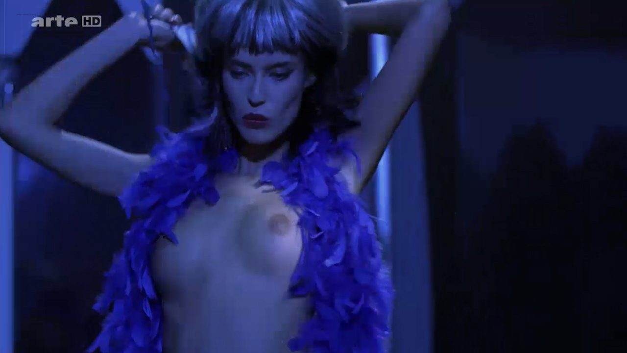 Asia Argento nude Stefania Rocca nude an others nude too - Go Go Tales (2007) HDTV 720p (7)