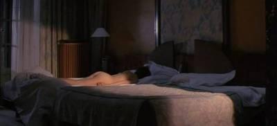 Isabelle Huppert nude Roxane Mesquida nude changing - L'école de la chair (FR-1998) (2)