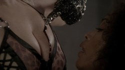 Lady Gaga and Angela Bassett hot lesbian sex and Naomi Campbell hot - American Horror Story (2015) s5e3 hd720-1080p (14)
