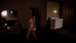 Lady Gaga and Angela Bassett hot lesbian sex and Naomi Campbell hot - American Horror Story (2015) s5e3 hd720-1080p (8)