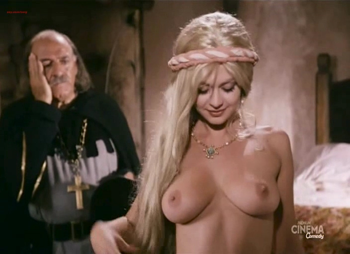 Cinzia Roccaforte nude bouncing boobs Ramona Badescu nude too - Chiavi in mano (IT-1996) (4)