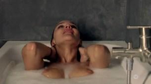Marie Denarnaud nude topless and Audrey Fleurot nude butt - La vie en miettes (FR-2011) (7)