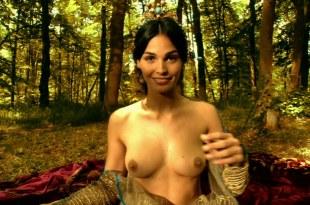 Ines Sastre nude topless and Elsa Kikoine nude - Vidocq (2001) hd720p