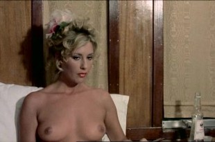 Serena Grandi nude big boobs, Anna Maria Rizzoli nude too - La compagna di viaggio (IT-1980)