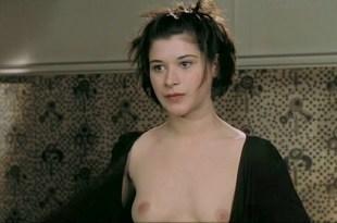 Valentina Cervi nude bush and boobs – Rien Sur Robert (FR-1999)