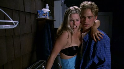 Ali Larter nude but covered, Tonie Perensky and Bristi Havins nude too – Varsity Blues (1999) HD 1080p BluRay (7)